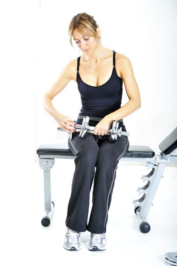Download κορίτσι που εργάζεται έξ&omeg Στοκ Εικόνα - εικόνα από απομονωμένος, bodybuilders: 13185525