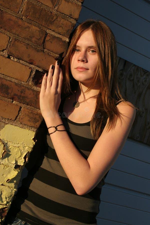 κορίτσι που θέτει εφηβι&kappa στοκ φωτογραφία