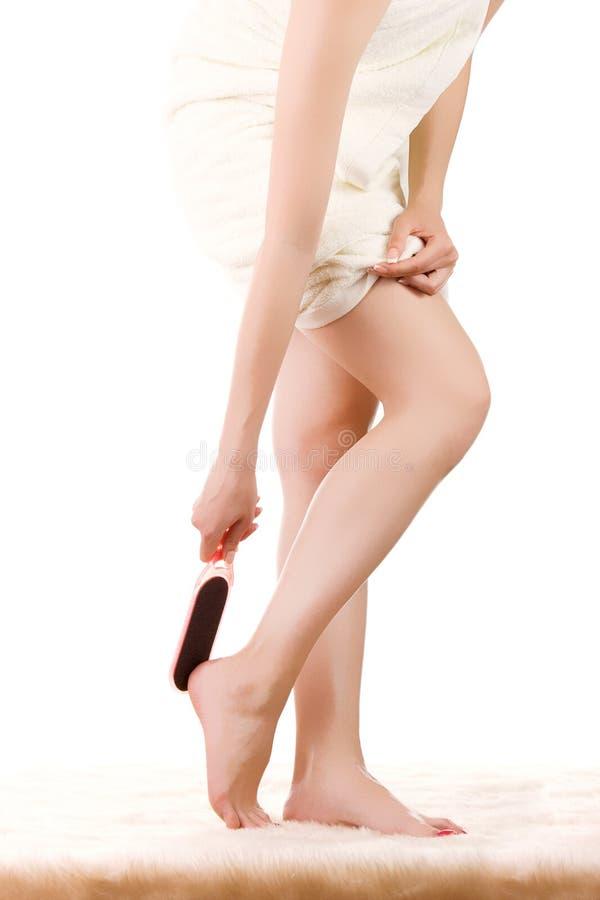 Κορίτσι που κάνει το pedicure στοκ εικόνα
