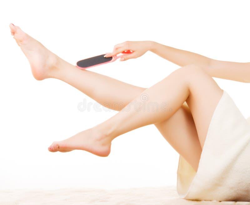 Κορίτσι που κάνει το pedicure στοκ εικόνα με δικαίωμα ελεύθερης χρήσης