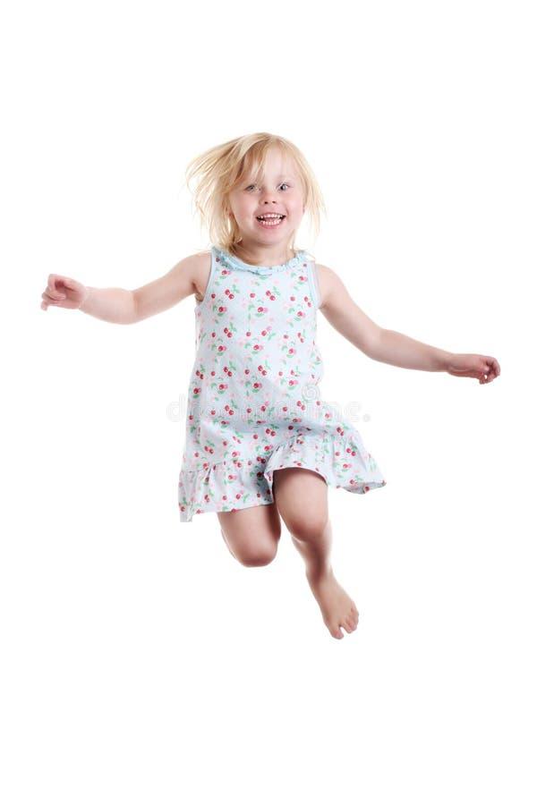 κορίτσι που πηδά ελάχιστα στοκ φωτογραφία