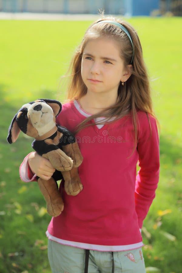 κορίτσι που προσβάλλετ&alp στοκ φωτογραφίες με δικαίωμα ελεύθερης χρήσης