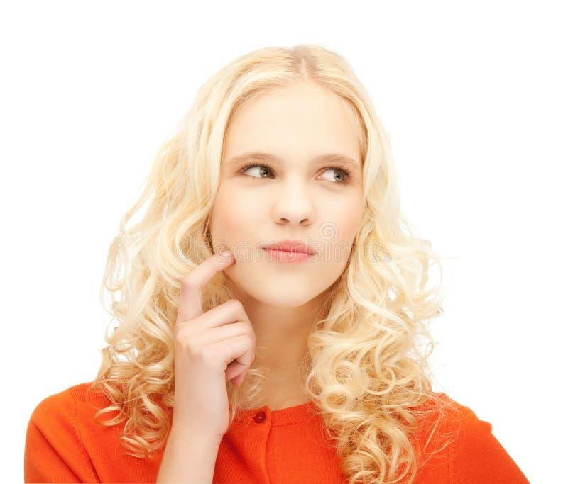 Κορίτσι που σκέφτεται με το δάχτυλο στο μάγουλό της στοκ φωτογραφία με δικαίωμα ελεύθερης χρήσης