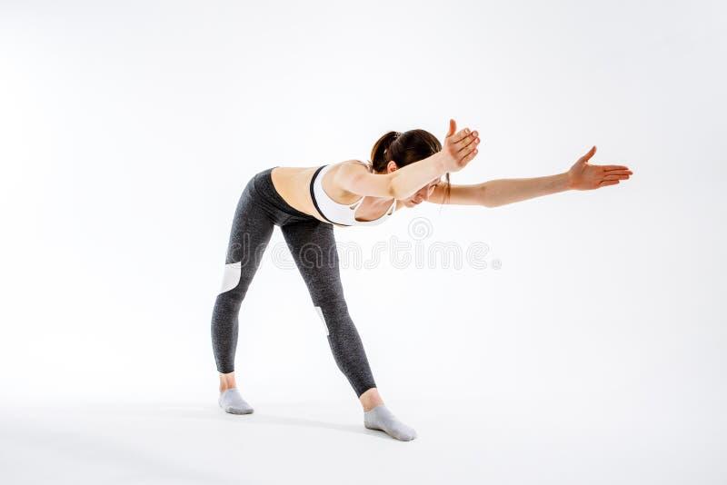 Κορίτσι που συμμετέχεται φίλαθλο στη γυμναστική στοκ φωτογραφίες