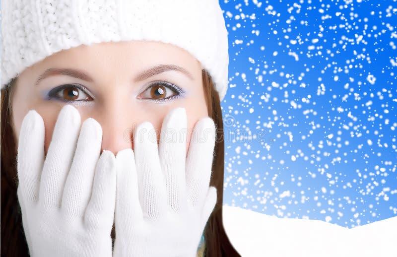 κορίτσι που φαίνεται έκπληκτος χειμώνας στοκ φωτογραφία με δικαίωμα ελεύθερης χρήσης