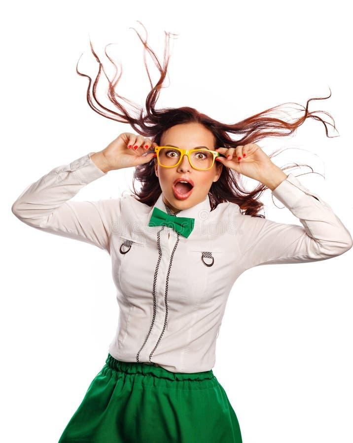 Κορίτσι που φορά τα γυαλιά και έναν δεσμό τόξων Έκπληξη στοκ φωτογραφία