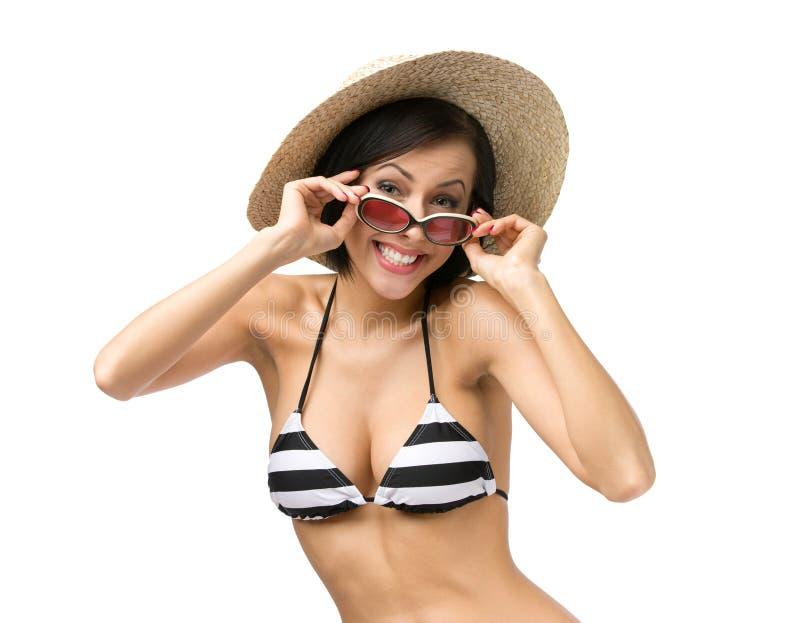 Κορίτσι που φορά το μπικίνι, το καπέλο και τα γυαλιά ηλίου στοκ φωτογραφία με δικαίωμα ελεύθερης χρήσης