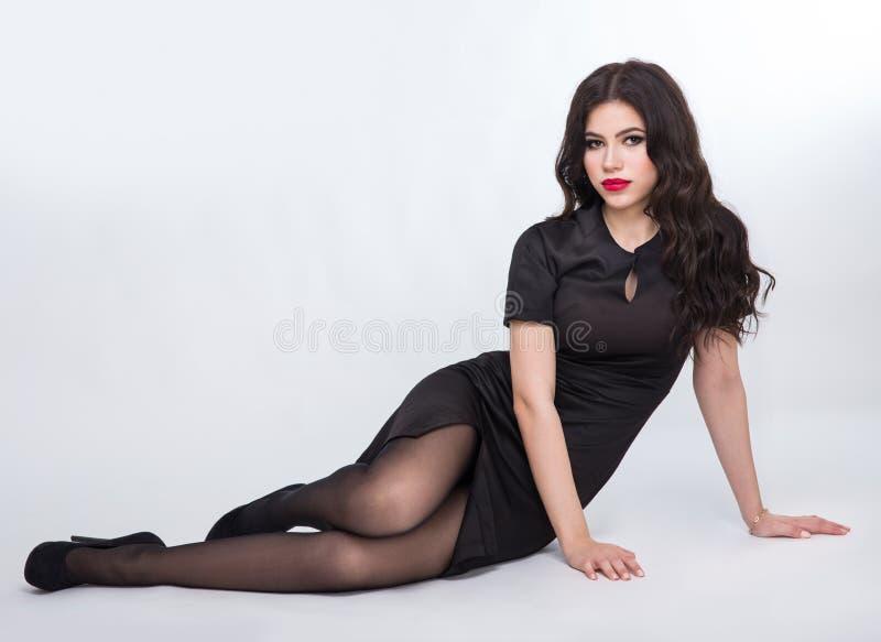 Κορίτσι σε ένα μαύρο φόρεμα στοκ εικόνες