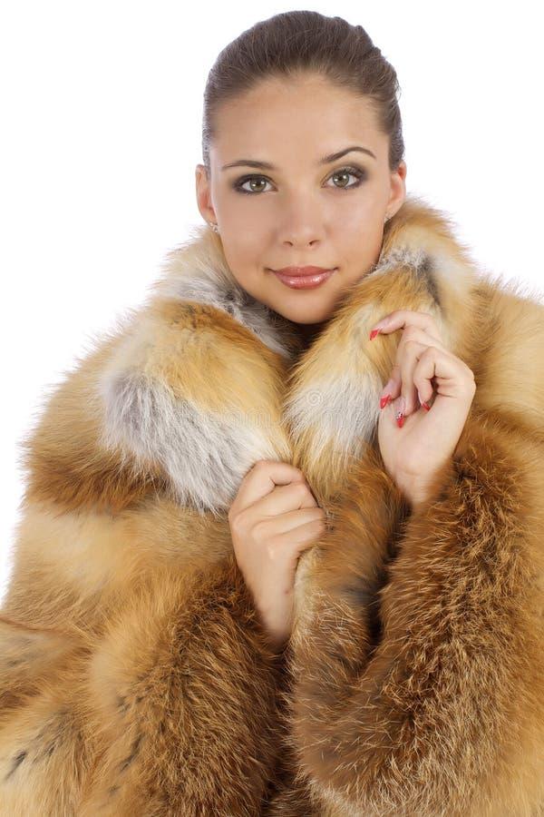 Κορίτσι σε ένα πορτοκαλί φυσικό παλτό στοκ εικόνες με δικαίωμα ελεύθερης χρήσης