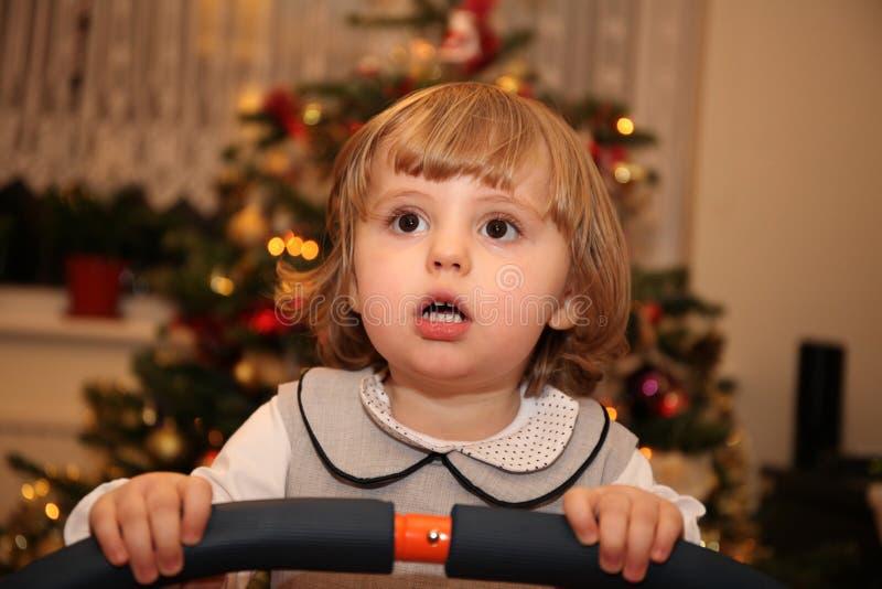 Κορίτσι σε ένα τραμπολίνο στοκ εικόνες με δικαίωμα ελεύθερης χρήσης