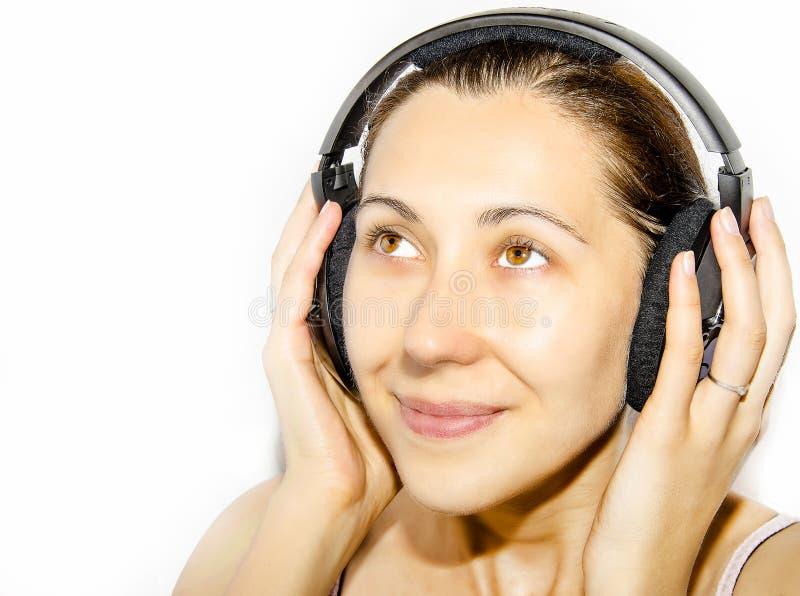 Κορίτσι στα ακουστικά στοκ φωτογραφία με δικαίωμα ελεύθερης χρήσης