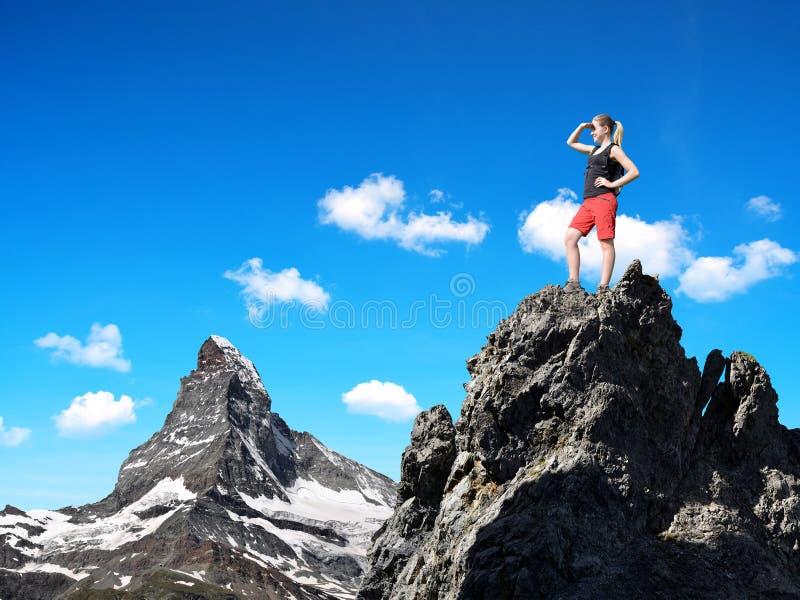 Κορίτσι στην κορυφή στοκ φωτογραφία
