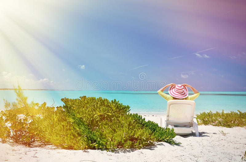 Κορίτσι στην παραλία στοκ φωτογραφία με δικαίωμα ελεύθερης χρήσης