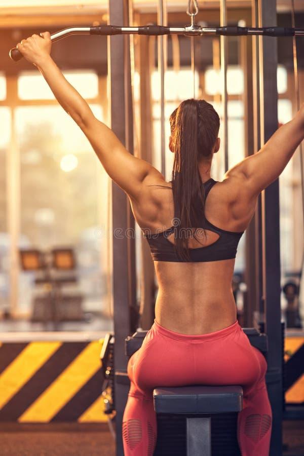 Κορίτσι στη γυμναστική, πίσω άποψη στοκ φωτογραφίες με δικαίωμα ελεύθερης χρήσης