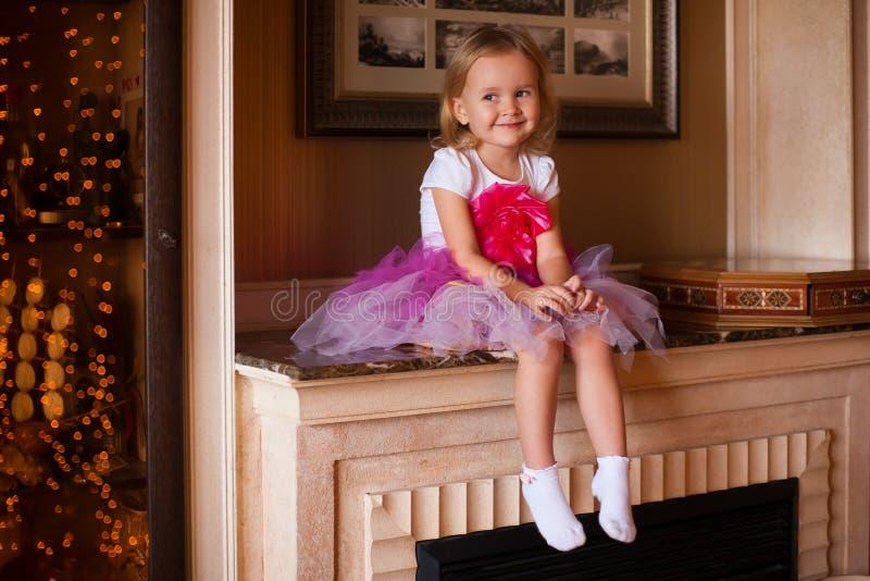 Κορίτσι στη ρόδινη φούστα στοκ φωτογραφία