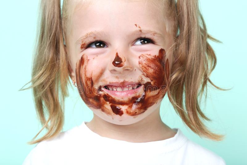Κορίτσι στη σοκολάτα στοκ εικόνες