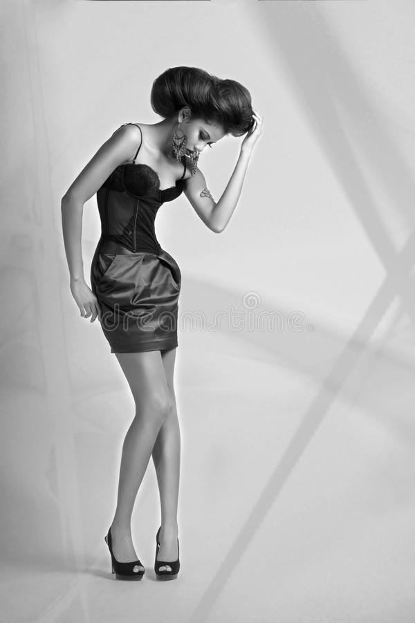 Κορίτσι στον κορσέ και την κοντή φούστα στοκ εικόνες με δικαίωμα ελεύθερης χρήσης