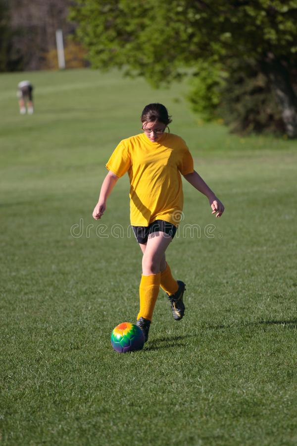 Κορίτσι στο γήπεδο ποδοσφαίρου 35 στοκ εικόνες