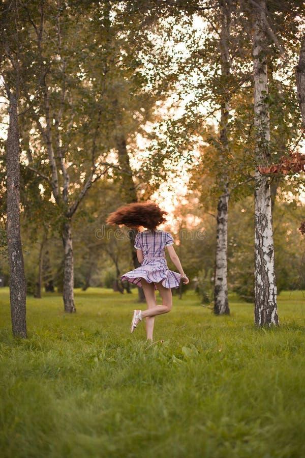 Κορίτσι στο δάσος στοκ φωτογραφίες με δικαίωμα ελεύθερης χρήσης
