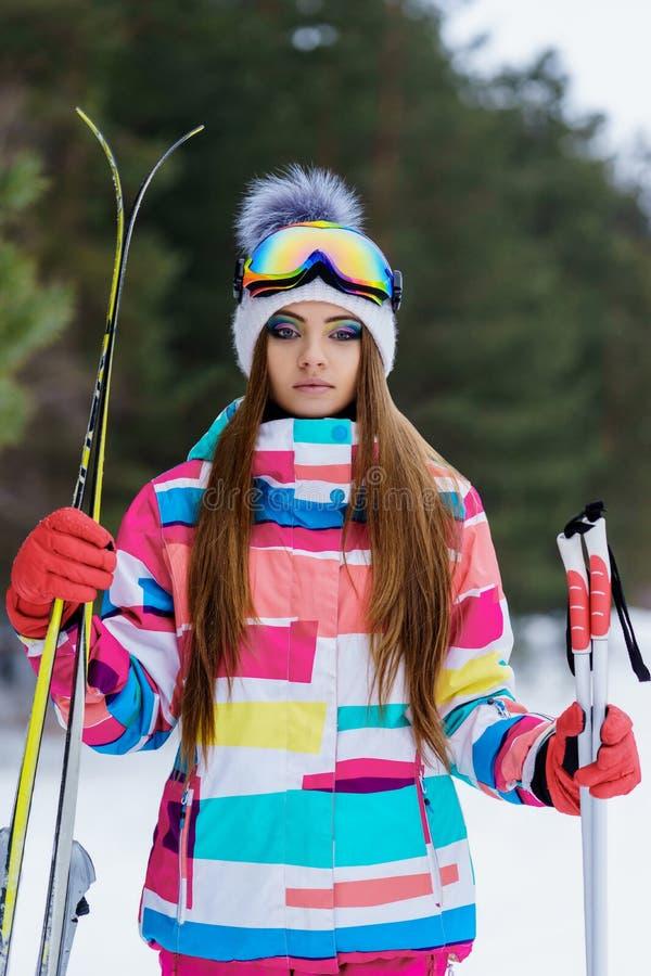 Κορίτσι στο εργαλείο για να κάνει σκι στοκ εικόνες με δικαίωμα ελεύθερης χρήσης