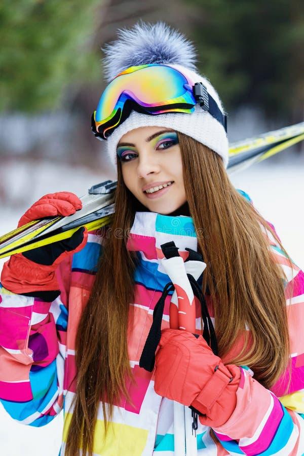 Κορίτσι στο εργαλείο για να κάνει σκι στοκ εικόνα με δικαίωμα ελεύθερης χρήσης