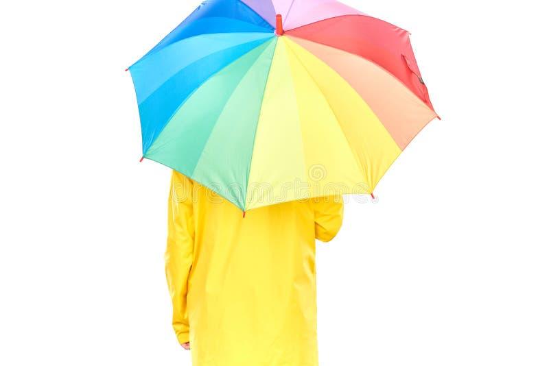 Κορίτσι στο κίτρινο αδιάβροχο στοκ εικόνες
