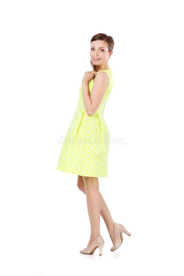 Κορίτσι στο κίτρινο φόρεμα στοκ εικόνες με δικαίωμα ελεύθερης χρήσης