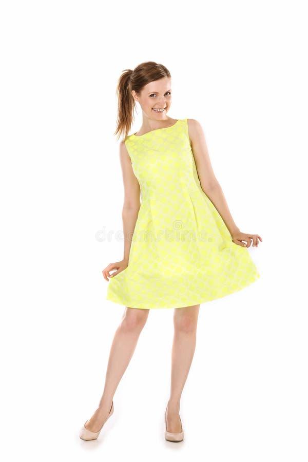 Κορίτσι στο κίτρινο φόρεμα στοκ εικόνα με δικαίωμα ελεύθερης χρήσης