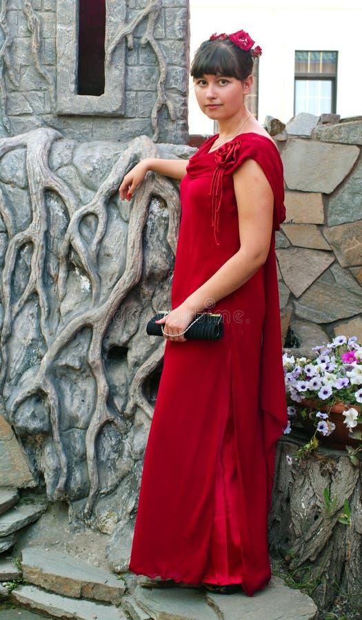 Κορίτσι στο κόκκινο φόρεμα στοκ εικόνες με δικαίωμα ελεύθερης χρήσης