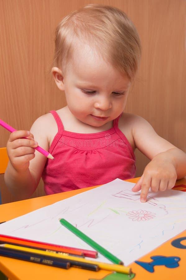 κορίτσι σχεδίων μωρών στοκ φωτογραφίες με δικαίωμα ελεύθερης χρήσης