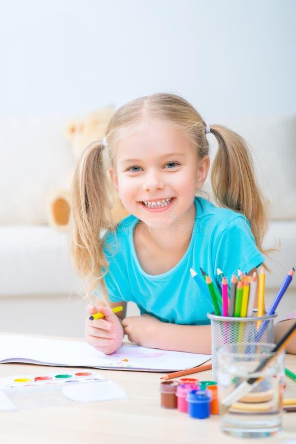 κορίτσι σχεδίων όμορφο στοκ φωτογραφία με δικαίωμα ελεύθερης χρήσης