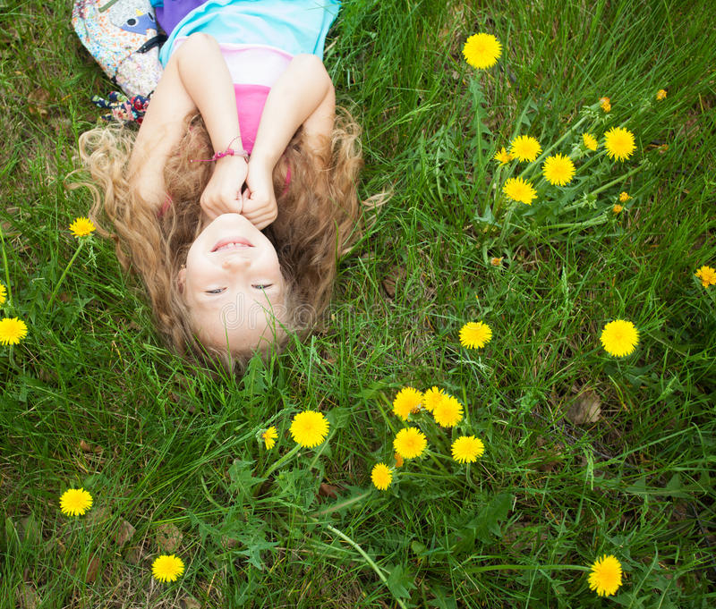 κορίτσι υπαίθρια στοκ φωτογραφία με δικαίωμα ελεύθερης χρήσης