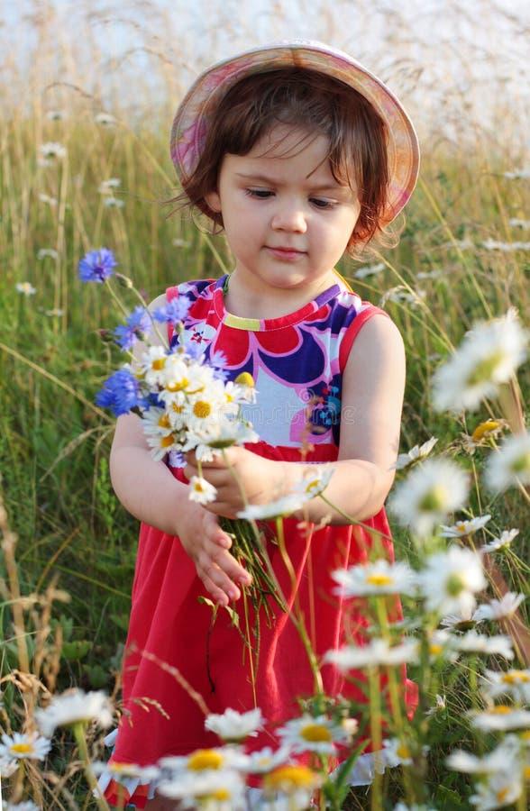 κορίτσι υπαίθριο στοκ φωτογραφία με δικαίωμα ελεύθερης χρήσης