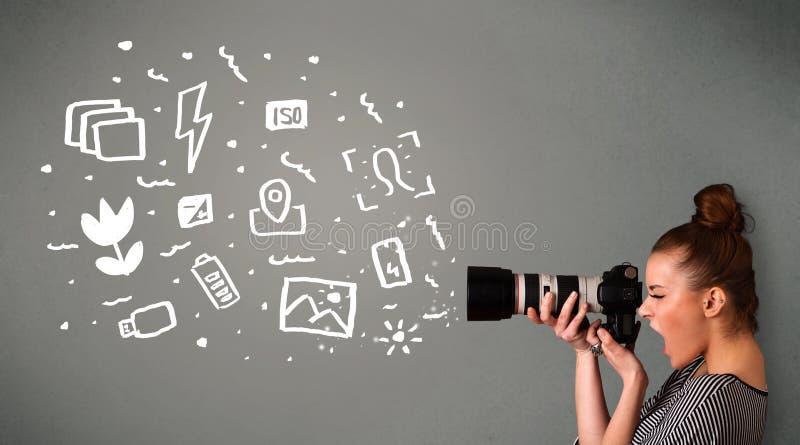 Κορίτσι φωτογράφων που συλλαμβάνει τα άσπρα εικονίδια και τα σύμβολα φωτογραφίας στοκ εικόνα