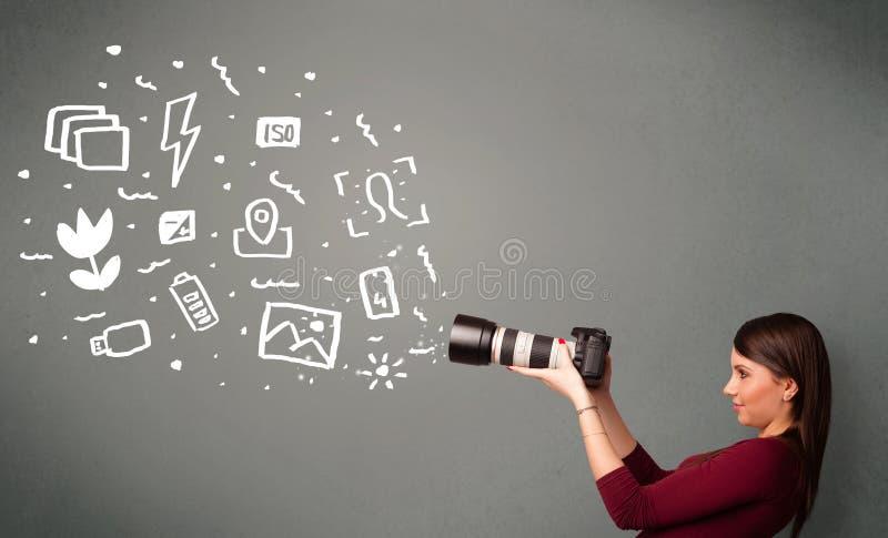 Κορίτσι φωτογράφων που συλλαμβάνει τα άσπρα εικονίδια και τα σύμβολα φωτογραφίας στοκ εικόνες