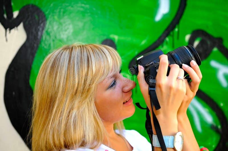 κορίτσι φωτογραφικών μηχ&alpha στοκ φωτογραφίες με δικαίωμα ελεύθερης χρήσης