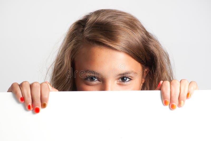 κορίτσι χαρτονιών πέρα από τ&omicr στοκ φωτογραφίες