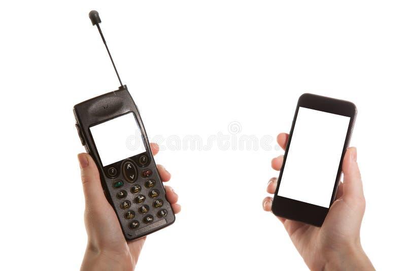 Κορίτσι χεριών που κρατά ένα κινητό τηλέφωνο στοκ εικόνα με δικαίωμα ελεύθερης χρήσης
