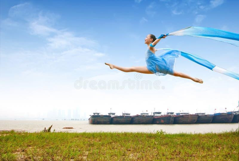 κορίτσι χορού στοκ εικόνα με δικαίωμα ελεύθερης χρήσης