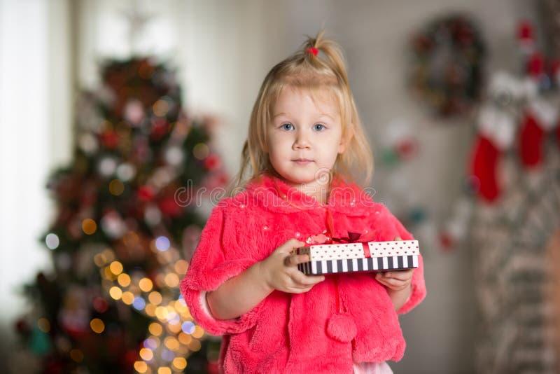 κορίτσι Χριστουγέννων λίγ στοκ εικόνες