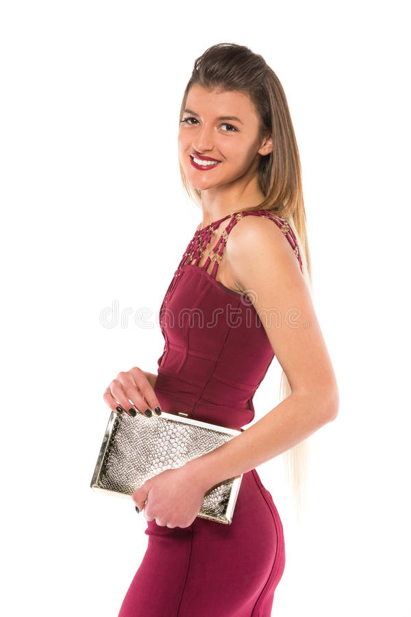 Κορίτσι burgundy στα πορτοφόλια εκμετάλλευσης φορεμάτων στοκ φωτογραφία
