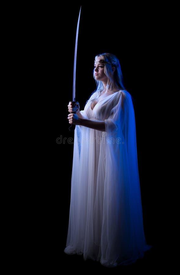 Κορίτσι Elven με το ξίφος στοκ εικόνες