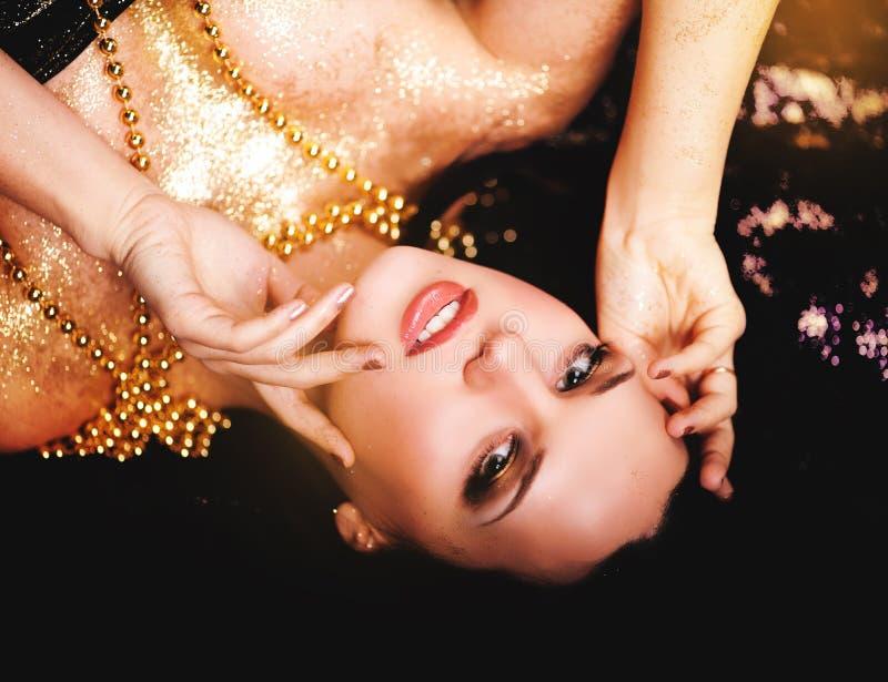 Κορίτσι glamor ομορφιάς μόδας στοκ φωτογραφία με δικαίωμα ελεύθερης χρήσης