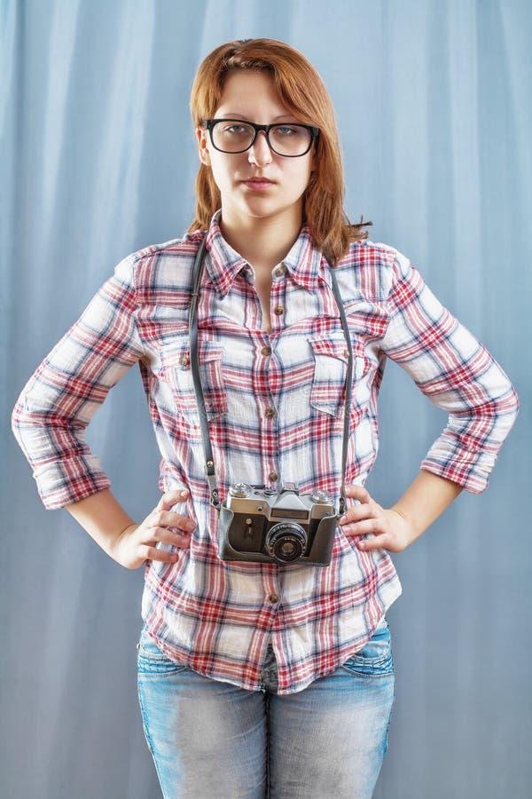 Κορίτσι Hipster με τη κάμερα στοκ φωτογραφίες