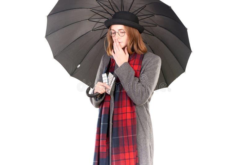 Κορίτσι Hispter κάτω από την ομπρέλα στοκ εικόνα