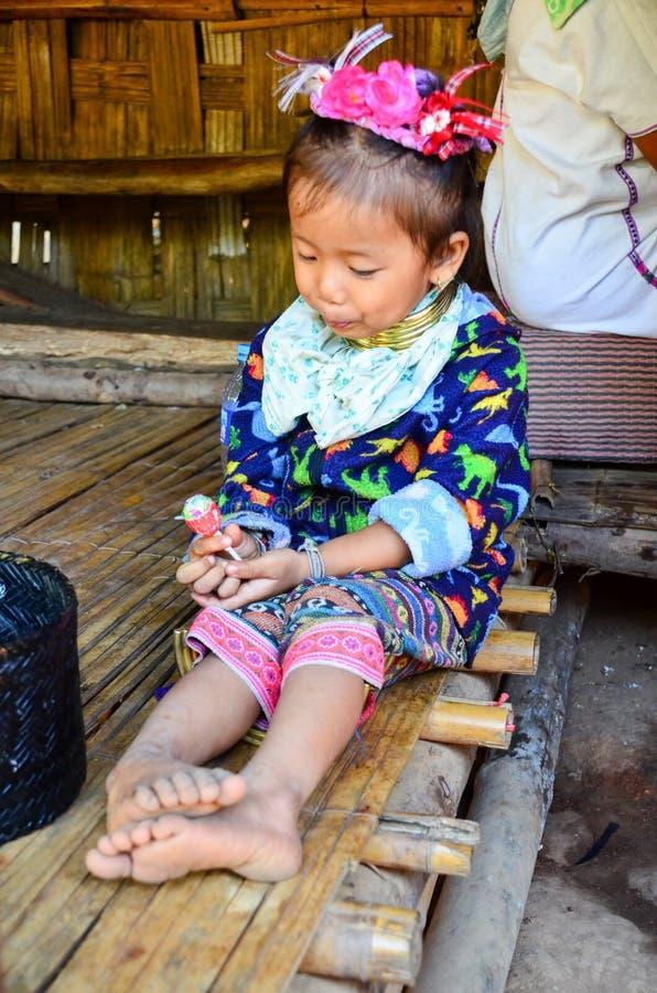 Κορίτσι Kayan σε ένα χωριό λόφων μακρύς-λαιμών στην Ταϊλάνδη στοκ φωτογραφίες