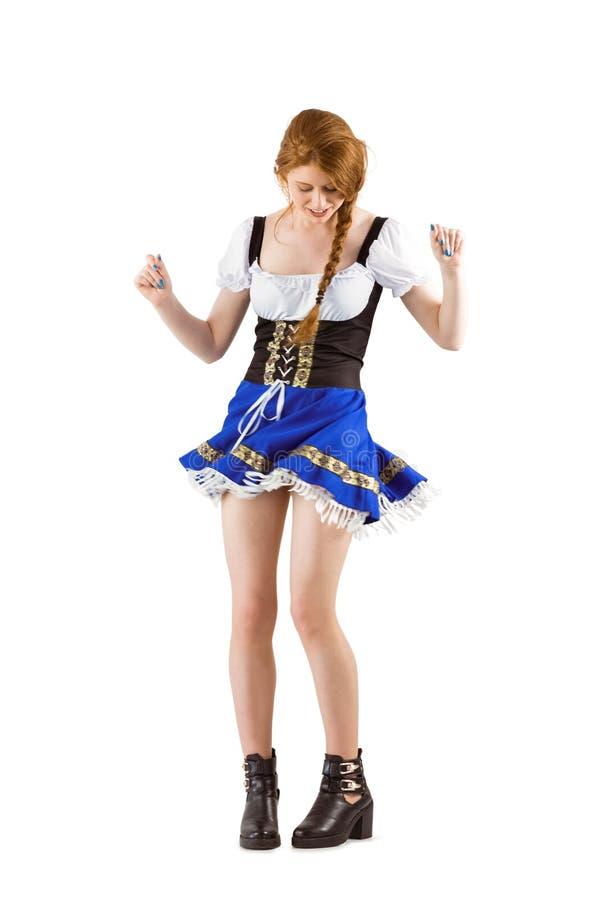 Κορίτσι Oktoberfest που κινείται και που χορεύει στοκ φωτογραφία με δικαίωμα ελεύθερης χρήσης
