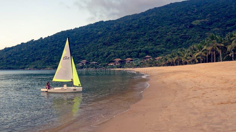 Κορίτσι sailboat λέιζερ στοκ εικόνα
