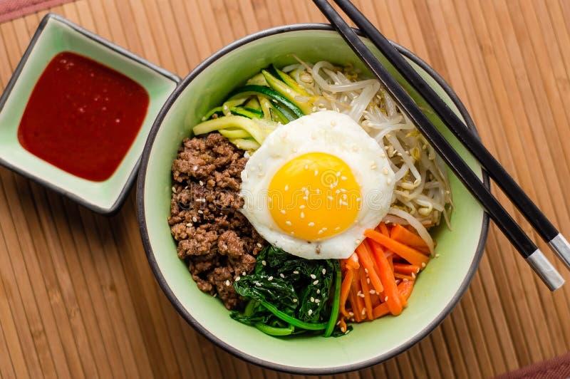 Κορεατικά τρόφιμα Bibimbap άνωθεν στοκ φωτογραφία