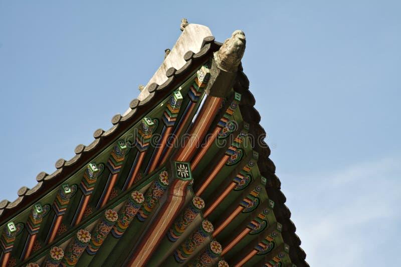 Κορεατική παραδοσιακή αρχιτεκτονική, ουρανός, ασιατική στέγη στοκ φωτογραφία